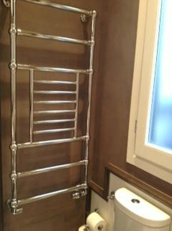 San Firenze Suites & Spa: Towel warmer