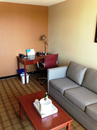 Four Points by Sheraton San Francisco Bay Bridge: Living Area