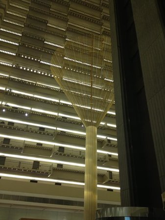 Hyatt Regency Atlanta: Inside the front lobby looking up