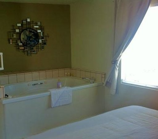 Bayfront Inn: Jacuzzi Tub in the king room #20 - only 1 of these