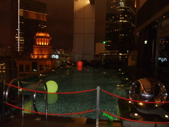 Crowne Plaza Hotel Hong Kong Causeway Bay: The Infinity Pool on 28th floor