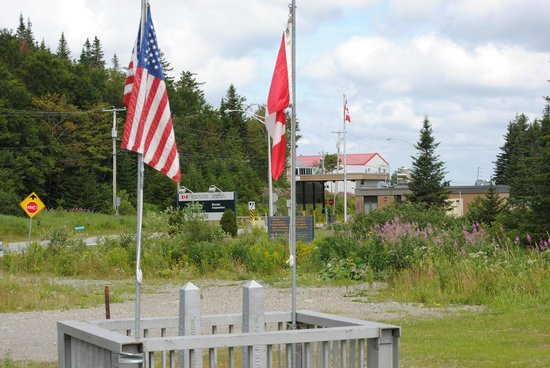 Pittsburg, NH: Border crossing near the trailhead.