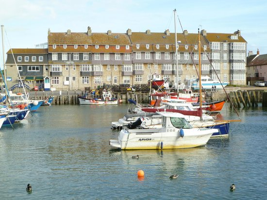 Aquila Heights Guest House: West Bay Harbour - ITV's Broadchurch location