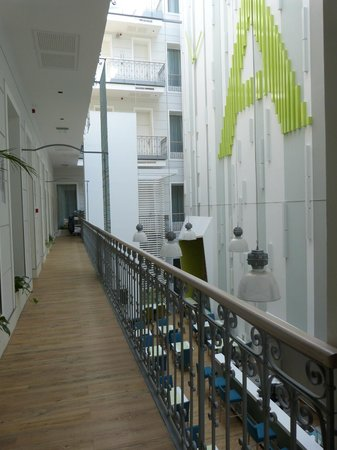 Atrium Fashion Hotel: Atrium on First Floor