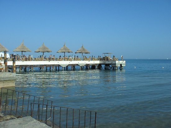 Siva Grand Beach Hotel: the pier from the beach