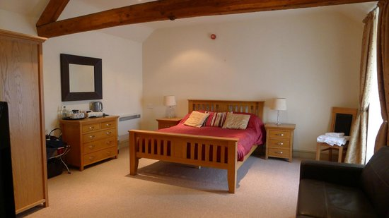 The Coach and Horses: The bedroom for Bibury (all rooms are named after local villages)
