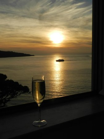 Hotel Mediterraneo Sorrento: Sunset view from our room