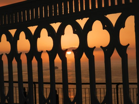 Hotel Mediterraneo Sorrento: Happy hour sunsets on the patio