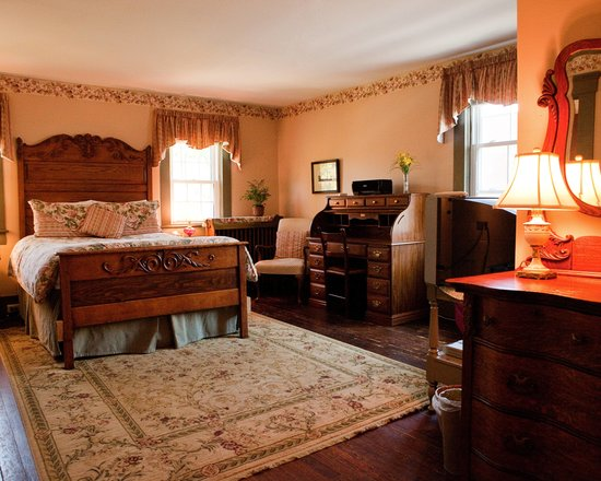 Holladay House Bed and Breakfast: The Oak Room a spacious room at our inn with a fantastic carved headboard