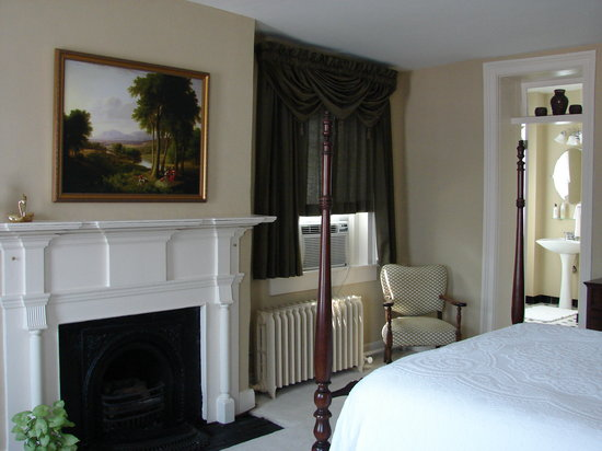 Holladay House Bed and Breakfast: Historic inn with modern conveniences!