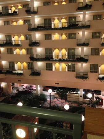 Embassy Suites by Hilton Raleigh - Durham/Research Triangle: Add a caption