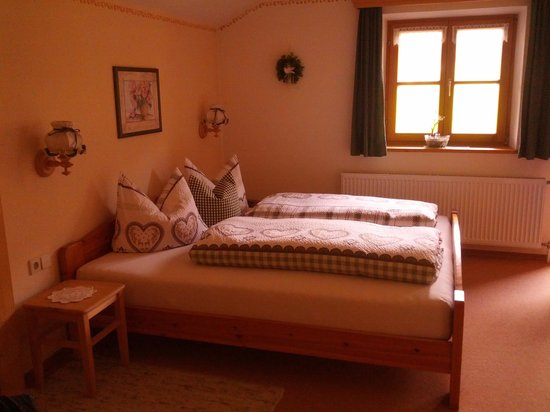 Inzell, Allemagne : very comfortable double bed