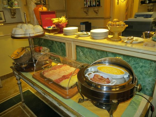 Hotel Palazzo Alexander: Just some of the items offered for breakfast.