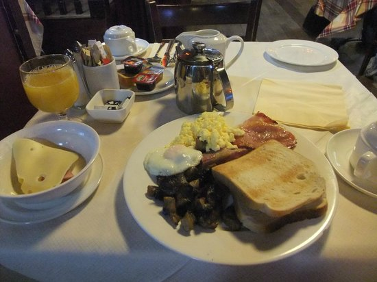 Arlington Hotel O'Connell Bridge: breakfast