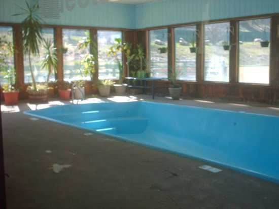 Oak Ridge Lodge: Closed pool, would be nice when open