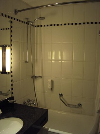 Crowne Plaza Paris Republique: Bathroom Second Room Suite