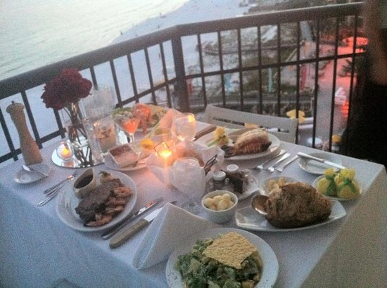 Hilton Sandestin Beach, Golf Resort & Spa: Room service dinner on balcony!