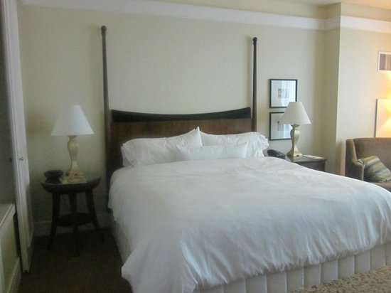 Westin Diplomat Resort and Spa: Room 1477 - king bed