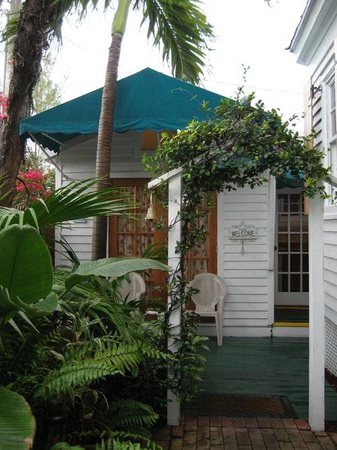 Key West Harbor Inn: Curacao - exterior
