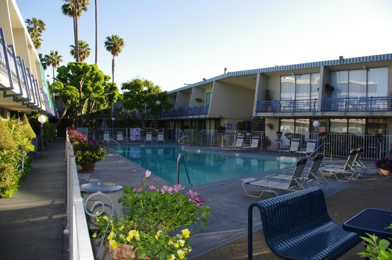 Travelodge Hotel at LAX: piscine