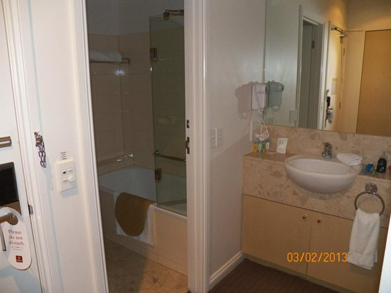 Clarion Suites Gateway : Bathroom 
