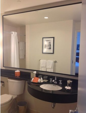 Loews Philadelphia Hotel: Bathroom