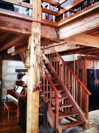 Cottonwood Inn: Stairway to Second floor