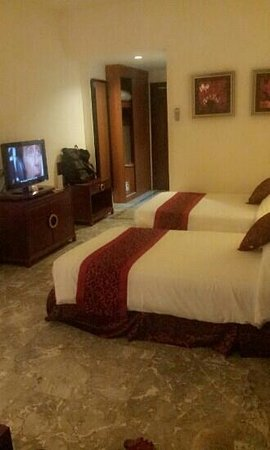 Crown Vista Hotel: spacious room