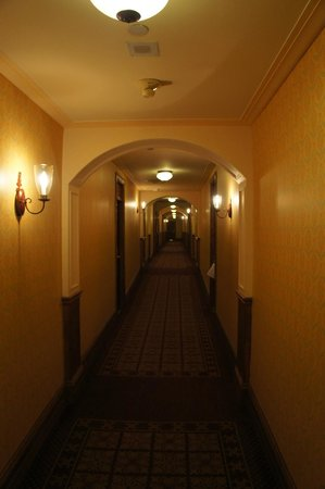 Fairmont Le Chateau Frontenac: Hallways a little freaky, just kept remembering The Shining