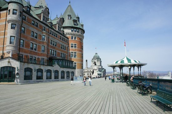 Fairmont Le Chateau Frontenac: Outside terrace overlooking the river