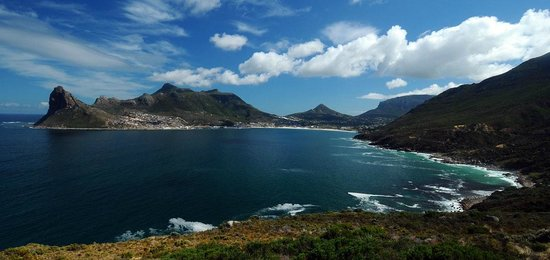 Chapmans Peak Beach Hotel: A view of Hout Bay from Chapman's Peak Drive