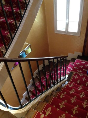 Hotel Saint Paul Rive Gauche: The staircase! Also has small lift!
