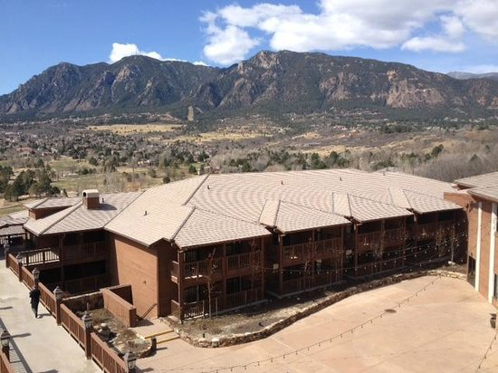 Cheyenne Mountain Resort: View from lobby balcony