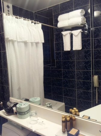 Fitzpatrick Grand Central Hotel: nice bathroom