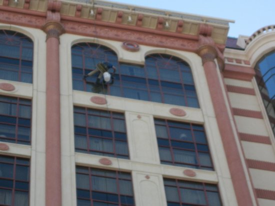 Palace Station Hotel and Casino: Windows being cleaned on upper floors of hotel.