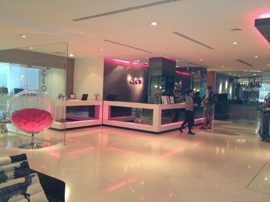 Glow Trinity Silom: hotel reception area