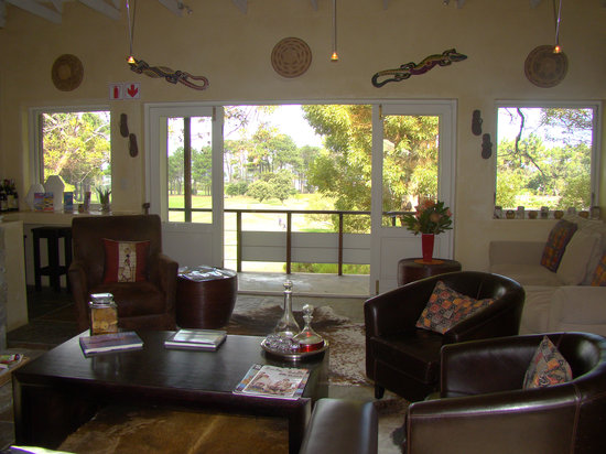 Hermanus Lodge on the Green: Guest lounge area