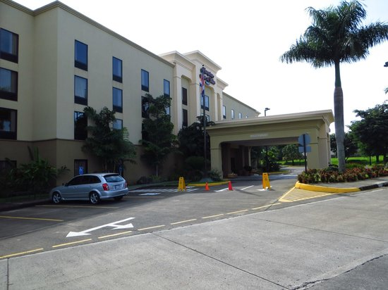 Hampton Inn & Suites by Hilton San Jose Airport: Front of Hotel