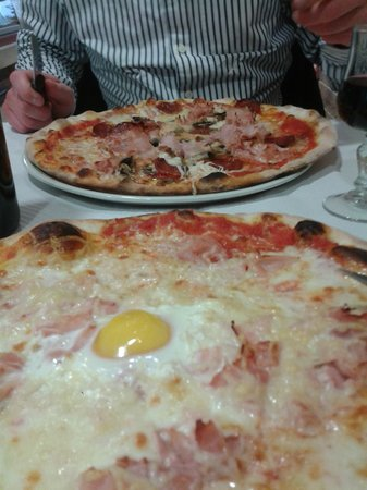 Gaillard, France: Valdostana pizza with Emmental, ham and egg - yum!
