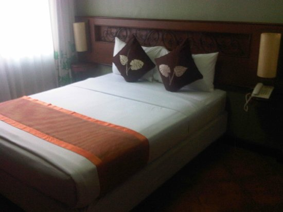 Montebello Villa Hotel: Queen-sized bed