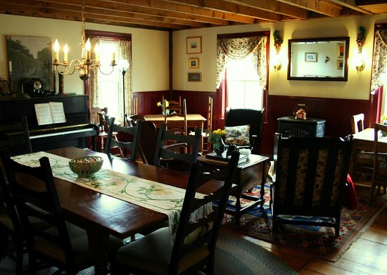 The Ira Allen House Bed and Breakfast: Our sunny dining room features a Yamaha piano and cozy wood stove.