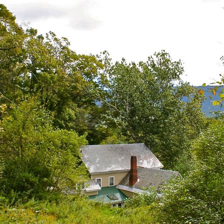 Arlington, VT : With over 10 acres on set on the Battenkill River there is plenty to explore outside the inn. 