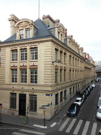 Grand Hotel Saint-Michel: street view from my room