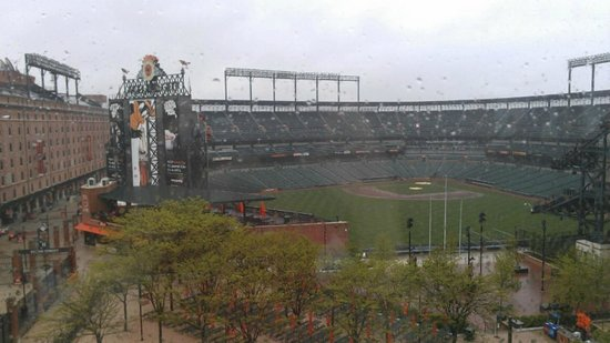 Hilton Baltimore: view of ballpark from fitness center on 4th floor