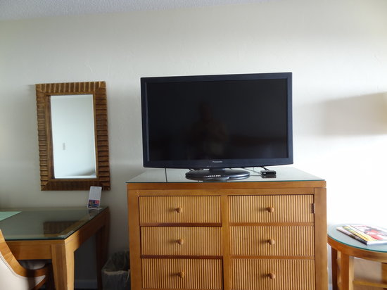 Ocean Sands Beach Inn: 42 Inch LCD Flat Screen TV's in Every Room