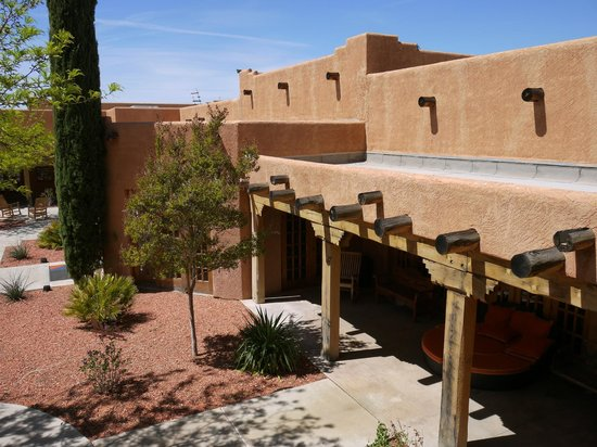 Courtyard Page at Lake Powell: Vue depuis notre chambre sur la cour-jardin de l&#39;htel