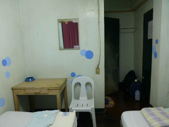 The room and bed picture of texicano hotel and for Small dirty room 7 letters