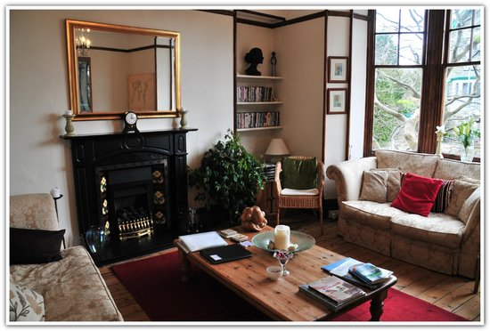 Denehurst Guest House: Comfortable sitting room