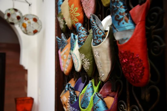 Riad Mehdia: Detail of the slippers on the windows