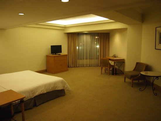‪‪The Heritage Hotel Manila‬: too wide room‬